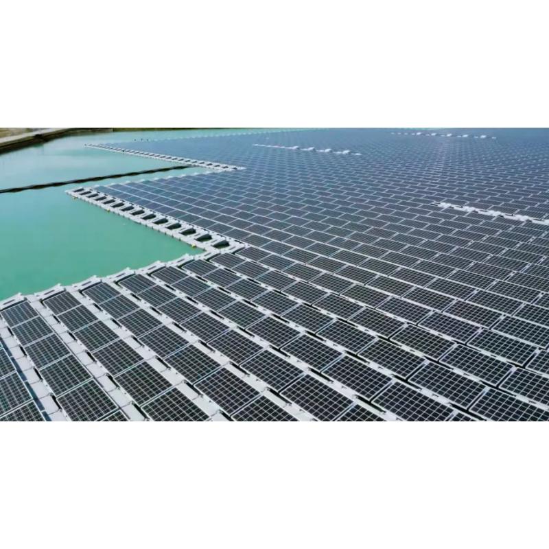 Paneles solares flotantes, agua con mucho potencial!
